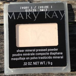 Mary Kay Sheer Minerals pressed powder New